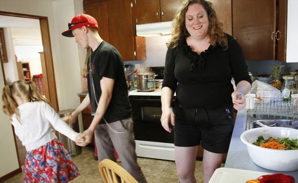 Lapsi oppii ruokailutottumukset pitkälti kotoa.