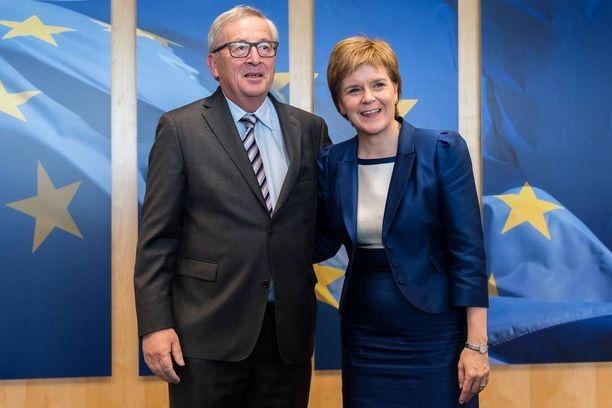 Euroopan komission puheenjohtaja Jean-Claude Juncker otti keskiviikkona Skotlannin pääministeri Nicola Sturgeonin vastaan Brysselissä