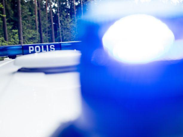 Poliisin mukaan henkilöauto oli tullut ramppia pitkin kovalla vauhdilla.