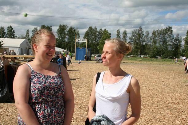 Tuulia Puro ja Katri Penttinen.