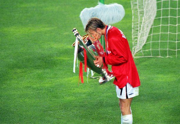 David Beckham suuteli Camp Noulla Mestarien liigan voittokanisteria.