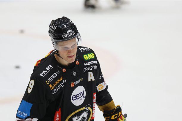 Jesse Puljujärven ottelu päättyi kolmannessa erässä.