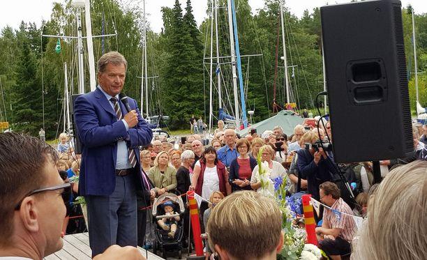 """Sauli Niinistö kuittasi SDP:n ja Perussuomalaisten kritiikin, että hän on kai """"tehnyt heidän mukaansa kaiken päin seiniä""""."""