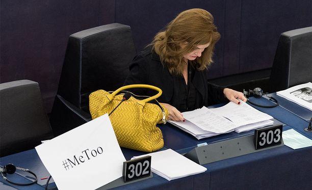 Europarlamentaarikko Marie-Pierre Vieu osallistui naisiin kohdistunutta seksuaalista väkivaltaa koskeneeseen istuntoon ajankohtaisella tavalla 25. lokakuuta.
