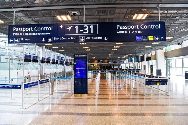 Poliisi hälytettiin lentoasemalle selvittämään mahdollista uhkatilannetta.