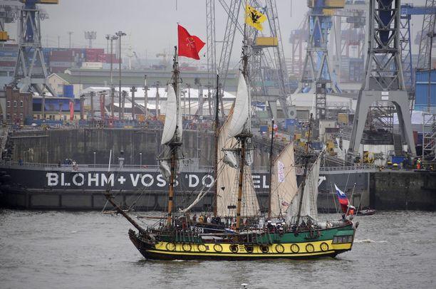 Shtandard edusti aikansa uusinta laivanrakennustekniikkaa. Tsaari haki sitä varten oppia hollantilaisilta ja englantilaisilta telakoilta.