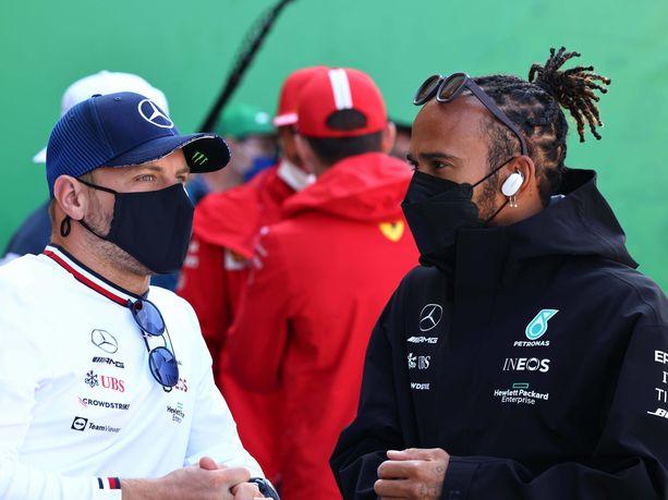 Valtteri Bottas ja Lewis Hamilton kisailivat Hollannissa kilpailun nopeimmasta kierroksesta.