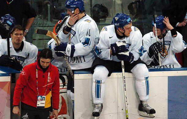 Kimmo Timosen, Ville Niemisen, Niklas Hagmanin ja Antti Laaksosen tyhjät katseet Torinon finaalin jälkeen eivät unohdu.