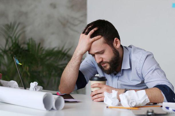 Kahvi on useimmille se tutuin keino, kun iltapäivällä alkaa väsyttää. Kannattaa kuitenkin kokeilla muitakin tutkittuja keinoja, sillä nekin auttavat.