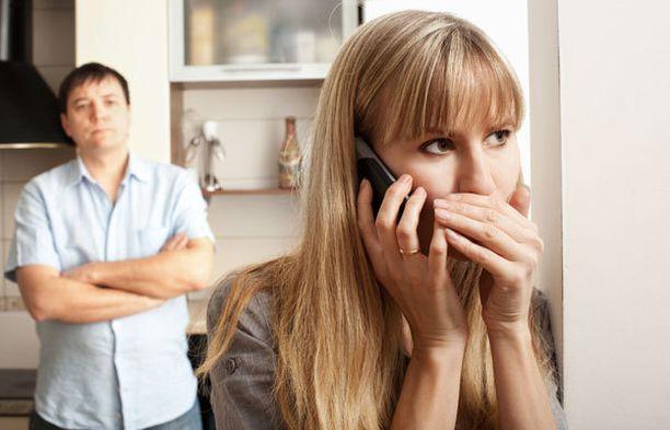 Salaileeko puolisosi puheluitaan?