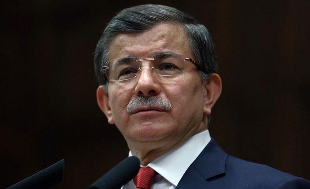 Turkin pääministeri Ahmet Davutoglu peruu Ankaran pommi-iskun takia matkansa Brysseliin.