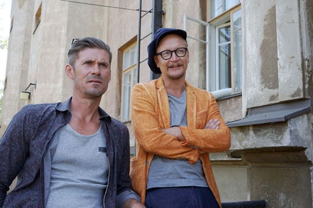 Janne Reinikainen (oik.) nähdään keväällä Napamiehet-draamakomediassa yhdessä Tommi Korpelan kanssa.