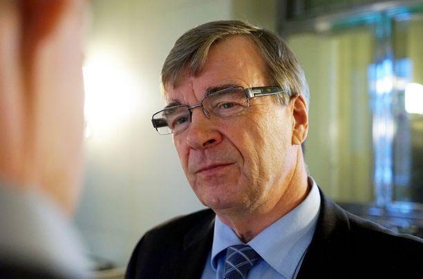 Keskustan Timo Kalli pitää nykyistä sote-järjestelmää epätasa-arvoisena.