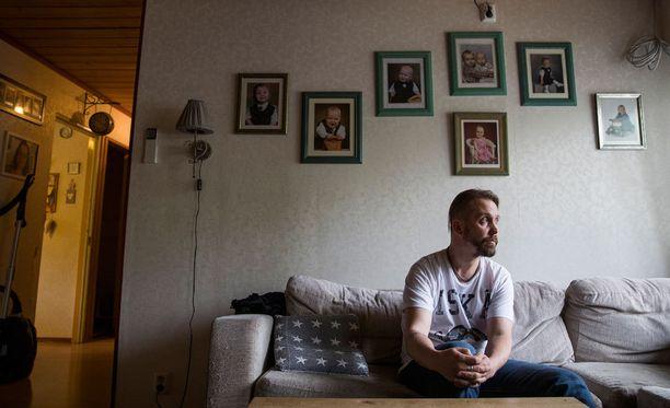 - Ihmiset ovat tulleet kysymään, tarvitaanko lastenhoitoapua ja viimeksi toissapäivänä naapurit tarjoutuivat tekemään perheelle ruoan, Sami Kyösti kertoo.