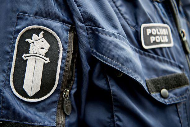 Poliisi pyytää vihjeitä Huttisissa lauantaina aamuyöllä tapahtuneesta ilma-aseella ampumisesta. Kuvituskuva.