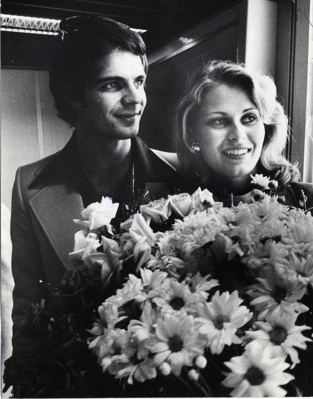 Arto Hietanen oli vastassa Miss Universumiksi kruunattua Anneaan.