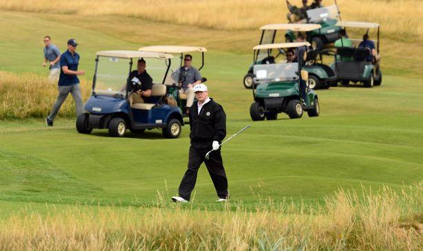 Presidentti Donald Trump on tiettävästi taitava golf-pelaaja.