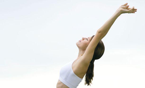 Kunnon lämmittely ennen liikuntaa ehkäisi nuorten venähdyksiä.