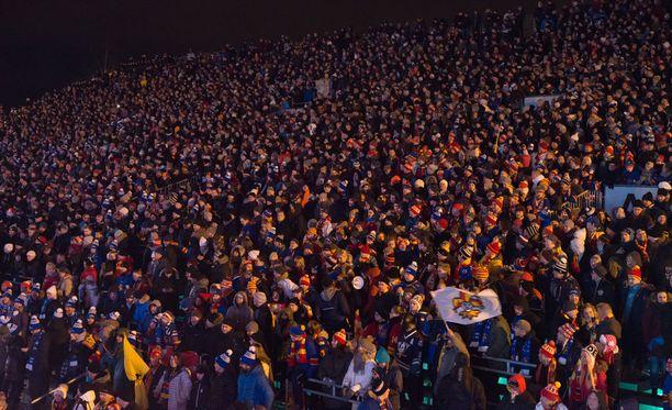 Jokerien ja Pietarin SKA:n ottelu keräsi Kaisaniemeen lähes 18 000 ihmistä.