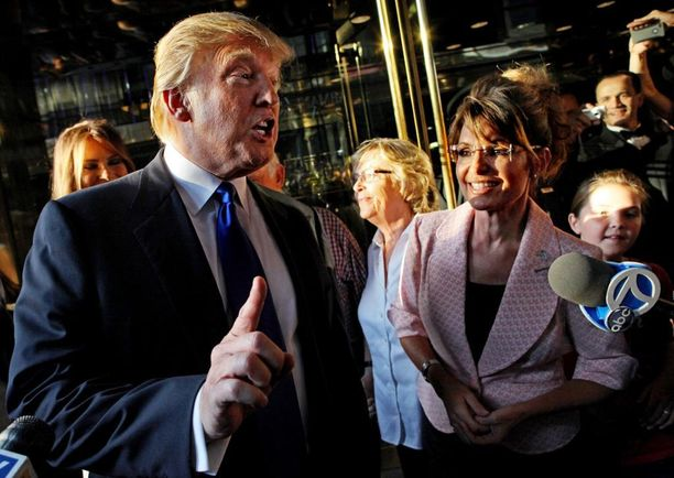Trump tapasi Alaskan ex-kuvernöörin, republikaanipoliitikko Sarah Palinin vuonna 2010.