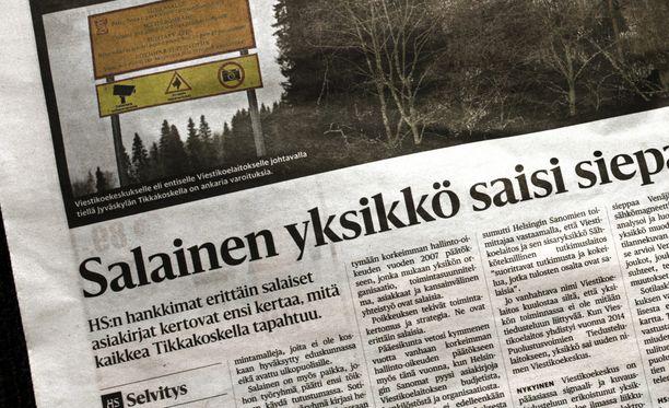 Julkisen sanan neuvoston kannanoton taustalla on Helsingin Sanomien joulukuussa  julkaisema artikkeli, joka käsitteli puolustusvoimien viestikoekeskusta salaisiksi leimattujen asiakirjojen pohjalta.