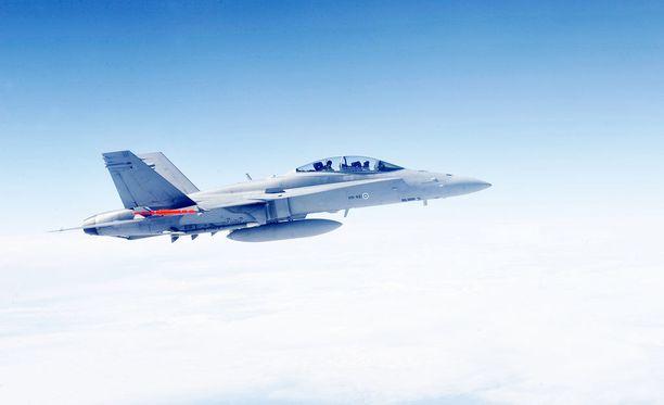 Hornet-hävittäjä teki tunnistuslennon Helsingin huipputapaamisen aikaan. Kuva vuodelta 2011.