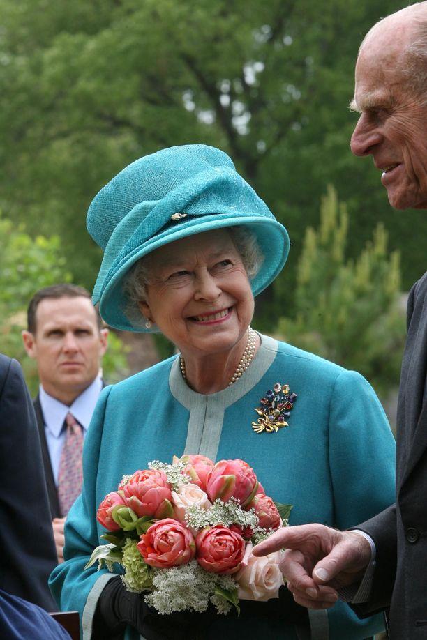 Kuningatar Elisabet esiintyy julkisuudessa aina huoliteltuna.