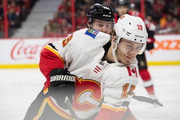 Vasta 21-vuotias Matthew Tkachuk lukeutuu NHL:n ärsyttävimpien pelaajien joukkoon, vaikka taitaa myös pisteiden takomisen.