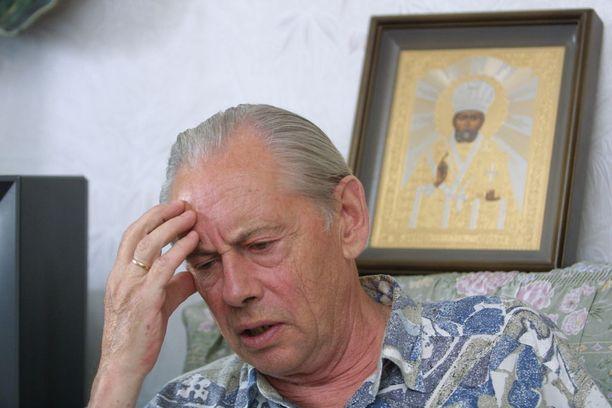 Suojelupoliisi ilmoitti talvella 1992 Venäjän suurlähetystön päällikölle, suurlähettiläs Juri Derjabinille (kuvassa) sekä KGB:n residentille eli asemapäällikölle Felix Karaseville, että yhdentoista venäläisdiplomaatin on lähdettävä Suomesta.