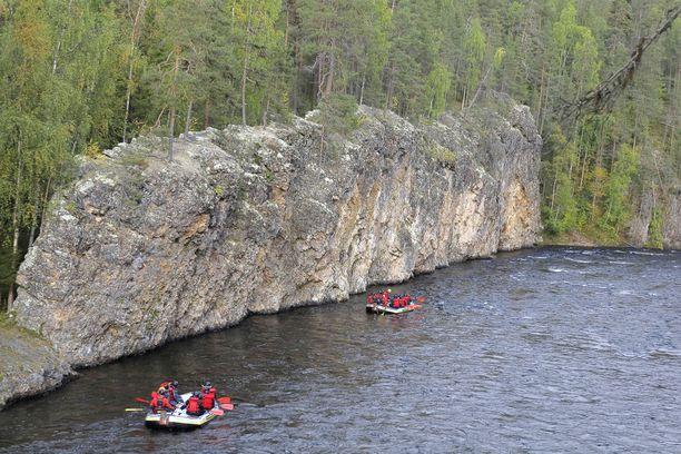 Kuusamon kansallispuistot kutsuvat syyslomalaisia.