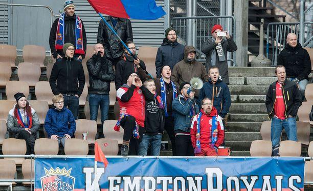 PS Kemin fanit pitivät tunnelmaa yllä Sonera-stadionilla.