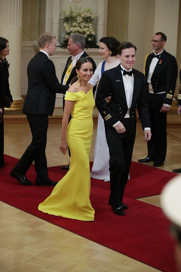 Kansanedustaja Jaana Pelkonen lukeutuu aina Linnan odotetuimpiin pukeutujiin, eikä hänen tyylitajunsa pettänyt nytkään.