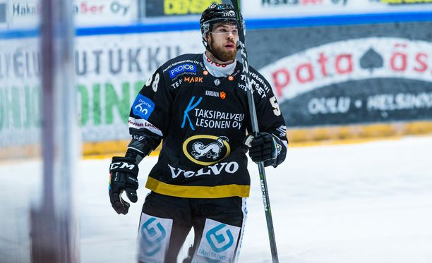 Jani Hakanpää on ollut Kärppien johtavia pakkeja Lasse Kukkosen kanssa.