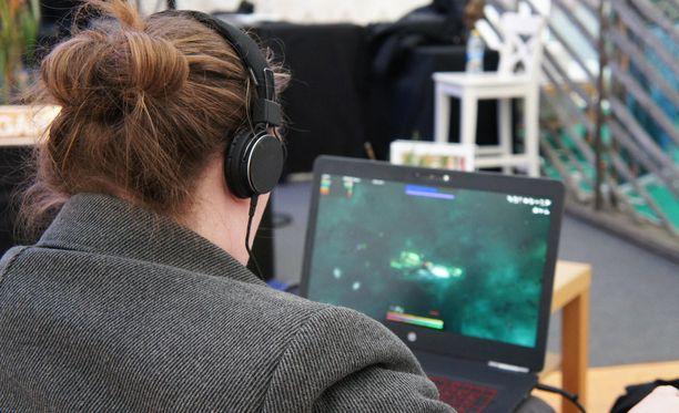 Videopeliriippuvuudeksi kutsutaan liiallista digitaalista pelaamista, joka haittaa pelaajan elämää. Ongelmallisen pelaamisen mittaaminen ja määrittely on hankalaa, sillä sitä ei voida mitata ainoastaan peliin käytetyllä ajalla.