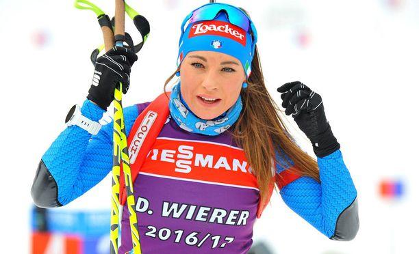 Dorothea Wierer lykki menemään kesävaatetuksessa.