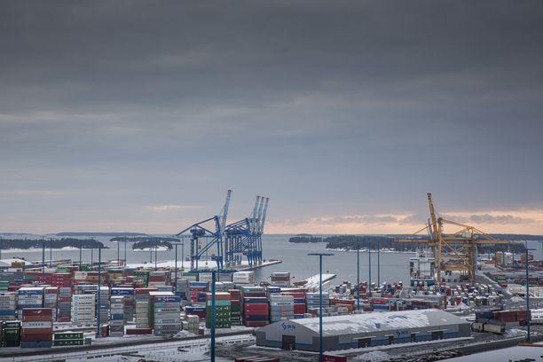 Helsingin kaupungin mukaan Vuosaaren satamassa on terveysneuvontaa ja testausmahdollisuus tarjolla myös ammattikuljettajille. Arkistokuva.