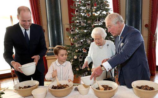 Kuningatar Elisabet jättää jakamatta henkilökunnan joululahjat – pistää kakut postiin