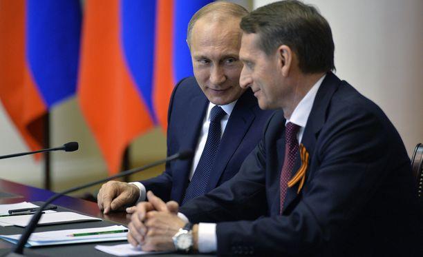 Kuvassa presidentti Vladimir Putin duuman puhemiehen Sergei Naryshkinin kanssa.