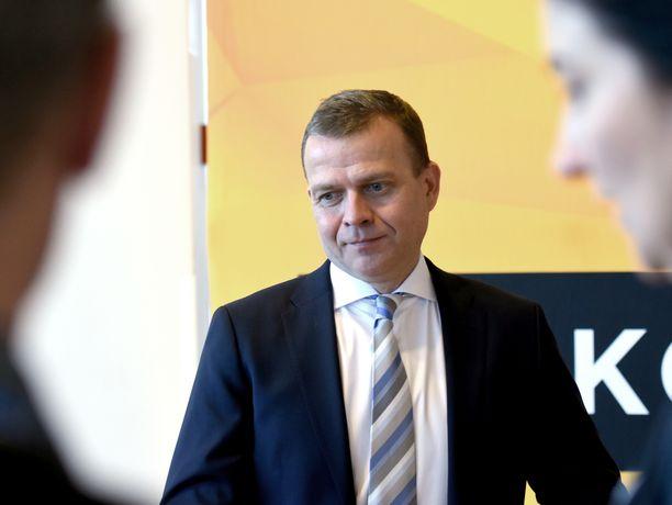Kokoomuksen puheenjohtaja Petteri Orpo vaatii kaikkien eduskuntapuolueiden yhteisiä hallitusneuvotteluja. Kuvassa Orpo viime lauantaina kokoomuksen puheenjohtajapäivillä Järvenpäässä.