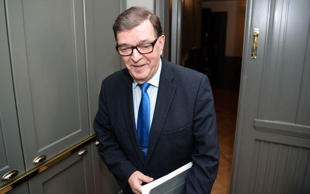 Paavo Väyrynen kampanjoi viime presidentinvaaleissa ilmoituksella, jossa kehotettiin ihmisiä kutsumaan presidenttiehdokas kotiinsa.