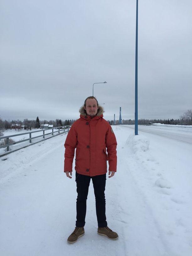 Pelkosenniemen sivistystoimenjohtaja Aki Koivisto keksi idean, että Pelkosenniemen kunta alkaa kokeilla maksutonta päivähoitoa.