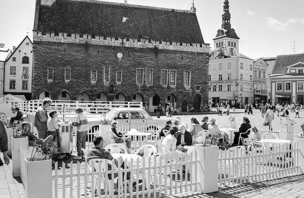 Tallinnan terassimeininkiä vuodelta 1991.