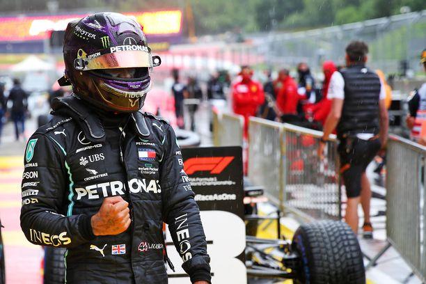 Lewis Hamilton pääsi tuulettamaan