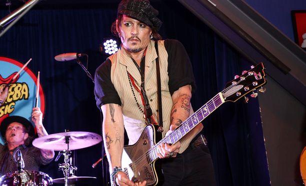 Johnny Depp on paitsi huikea näyttelijä, myös verraton muusikko.