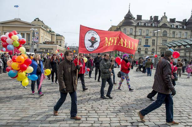 Punalippujen alla marssiminen ei enää vetoa kaikkiin.