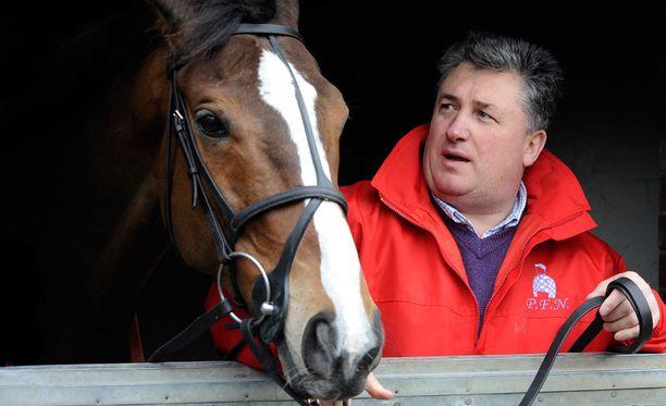 Kauto Star oli yksi Britannian menestyneimpiä ja suosituimpia kilpahevosia. Valmentaja Paul Nicholls oli sen seurassa vuonna 2010.