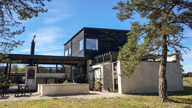 Arkkitehti Martina Erikssonin talo henkii rustiikkista tunnelmaa.