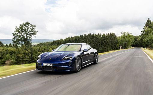 Perheauto, joka kiihtyy 3,2 sekunnissa 0-100km/h - koeajossa Porsche Taycan
