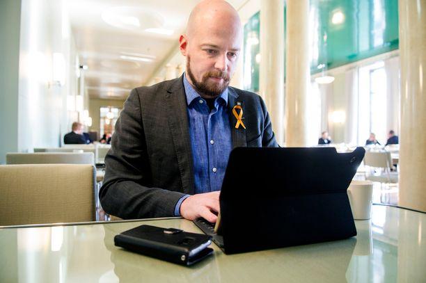 Mikko Kärnä puolustaa pääministeri Sipilän kohua herättänytta lausuntoa turvapaikanhakijoista.