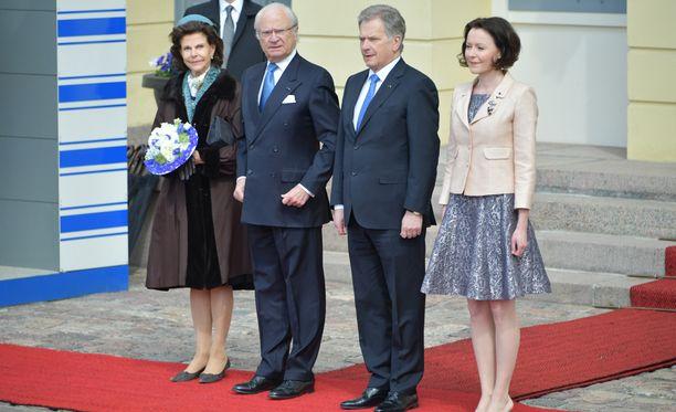 Helsingissä nähdään tänään kuninkaallista loistoa. Kuvassa kuningatar Silvia (vas), kuningas Kaarle Kustaa, presidentti Sauli Niinistö ja rouva Jenni Haukio.
